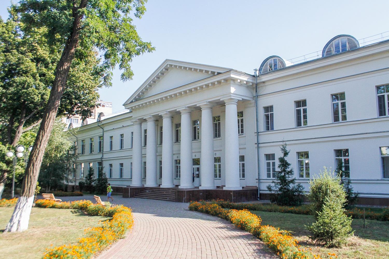 У лікарнях Полтавщини збільшують кількість ліжок для хворих на коронавірус