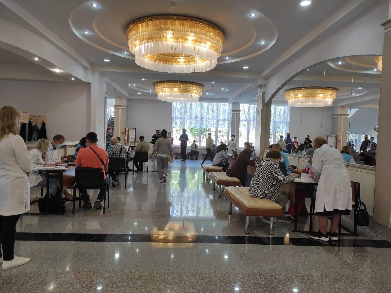 Центр масової вакцинації у Полтаві