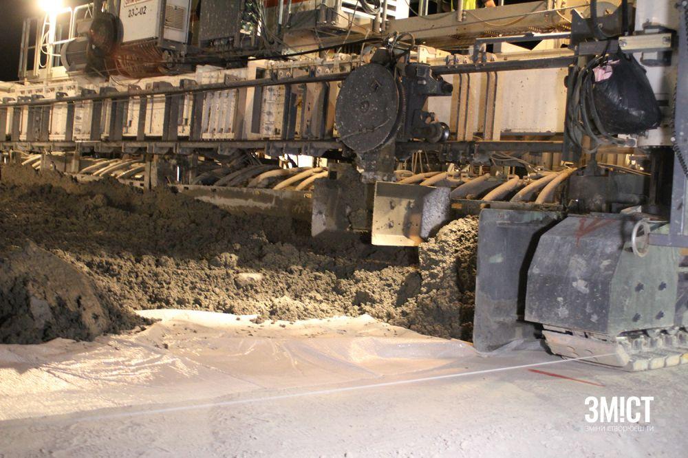 Будівництво цементно-бетонної траси