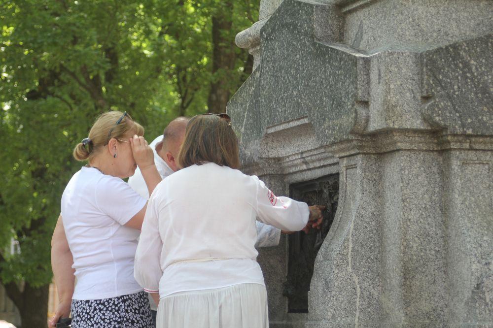 Горельєф повернули на пам'ятник
