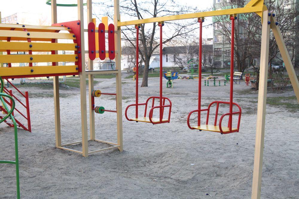 Дитячий майданчик по вул. Миру, 24.