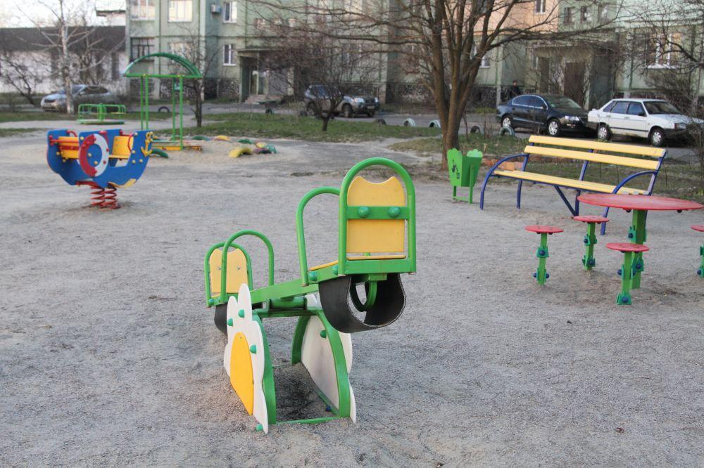 Дитячий майданчик по вул. Миру, 24