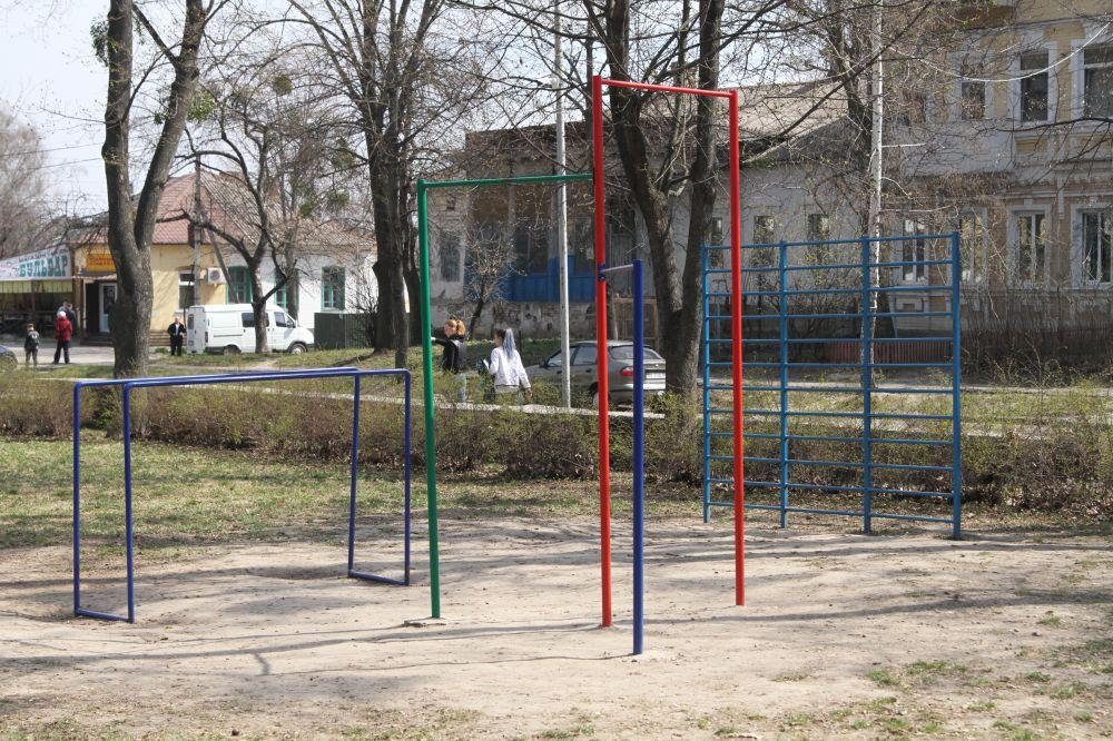 Воркаут-комплекс «Я люблю турнік» у Сонячному парку