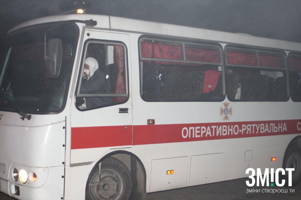 Автобуси з евакуйованими