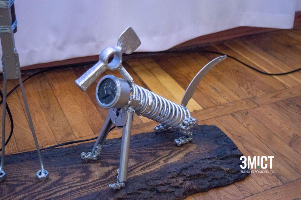 «Собака» з металу