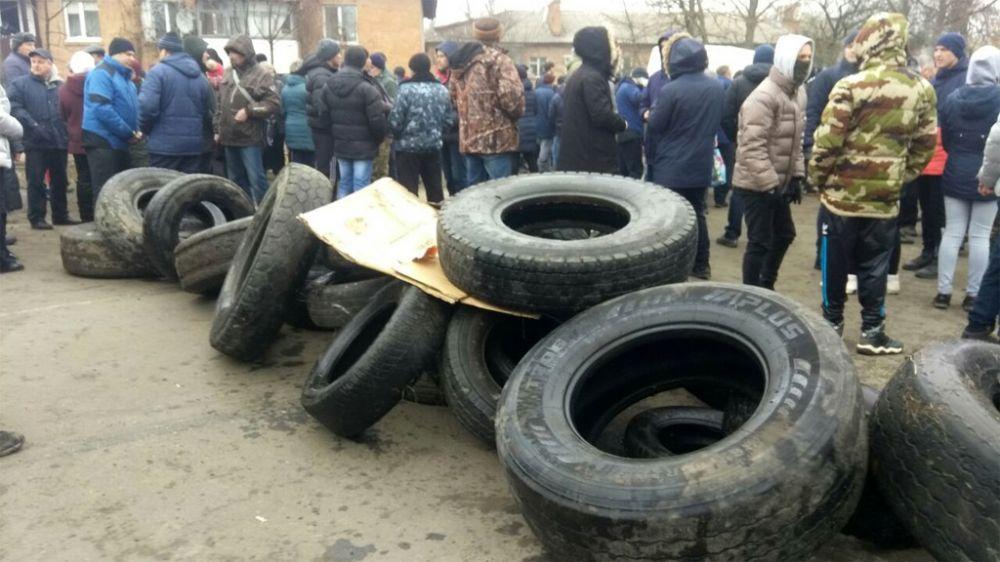 Шини на дорозі (Фото - Тижневик«ЕХО»)